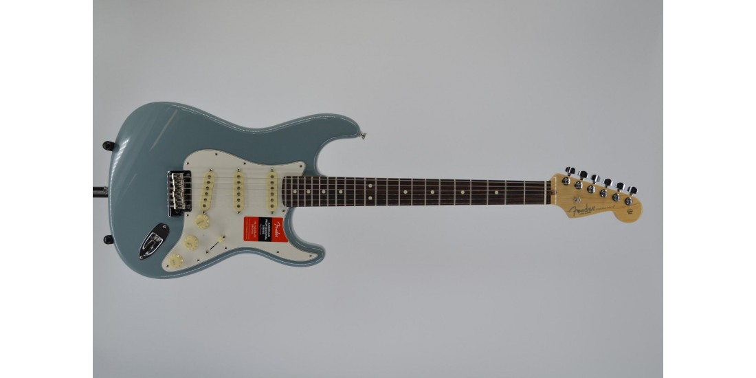 Fender American Professional Stratocaster Electric Guitar Rosewood Fingerboard Sonic Gray SN# US19094746