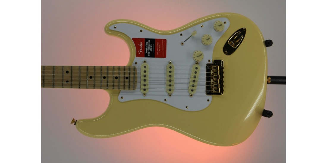 Fender Limited Edition American Pro Stratocaster Vintage White Serial#US18008268 7.45lbs