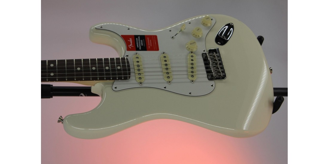Fender American Professional Stratocaster Rosewood FB Olympic White Serial#US19061798 8.05lbs