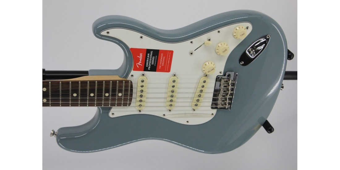 Fender American Professional Stratocaster Electric Guitar Rosewood Fingerboard Sonic Gray