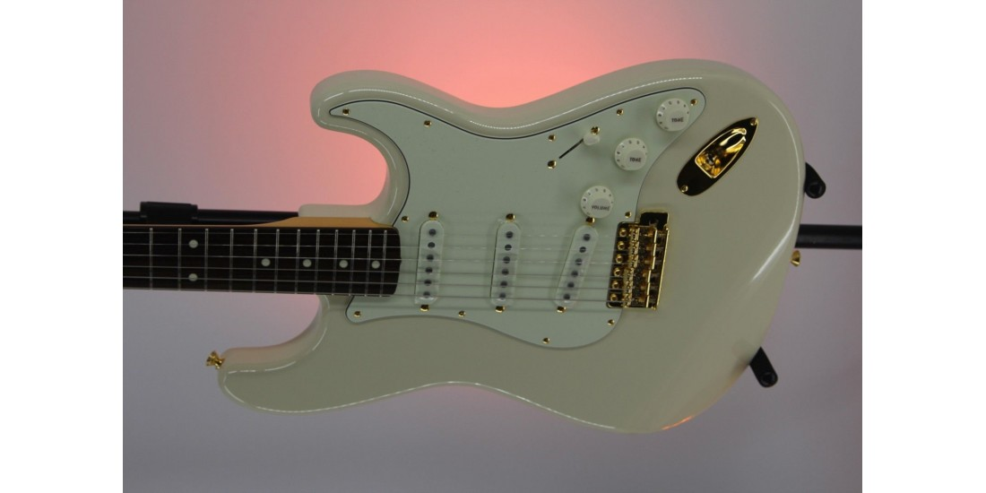 """Fender Limited Edition """"Daybreak"""" Stratocaster Rosewood Fingerboard Olympic White"""