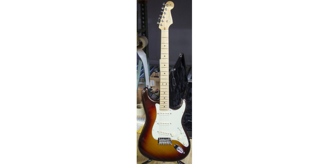 Fender USA American Deluxe Stratocaster Plus Electric Guitar Mystic 3 Tone Burst B-Stock #2