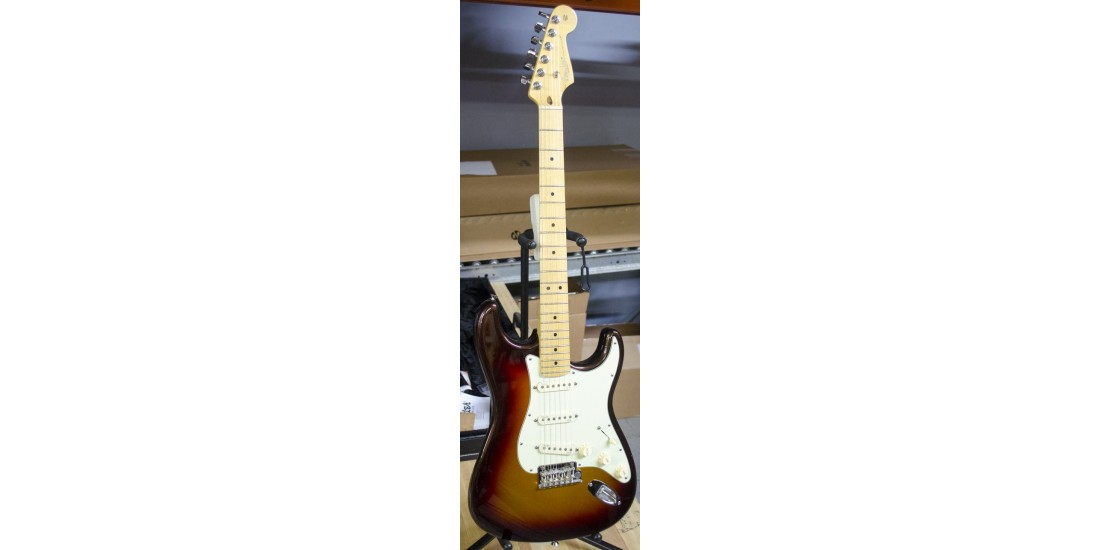 Fender USA American Deluxe Stratocaster Plus Electric Guitar Mystic 3 Tone Burst B-Stock #4