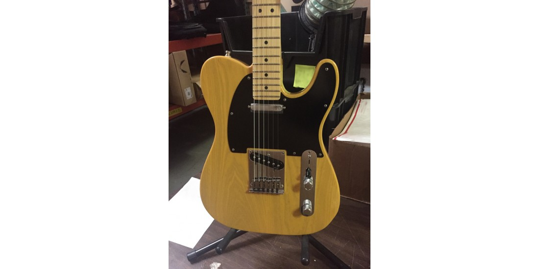 American Deluxe Telecaster Ash Maple Fingerboard White Blonde